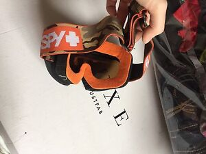 Goggles for snowboarding or skiing