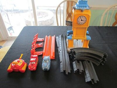 GeoTrax Disney Cars 2 Escape from Big Bently Lightning McQueen Finn McMissle