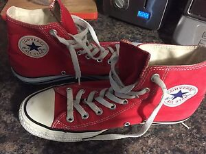 Converse / Chuck Taylors Red high tops