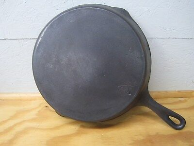 (Chicago Hardware (Favorite Piqua) Diamond #8 Cast Iron Skillet, 1930's, Restored)