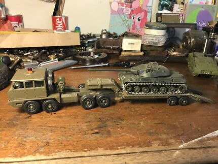 Diecast Model Military truck trailer tank great condition