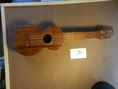 Johan Kumalae circa 1920s  vintage ukulele good condition for its age   M