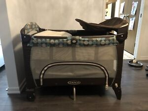 Graco pack n play with newborn napper and change table