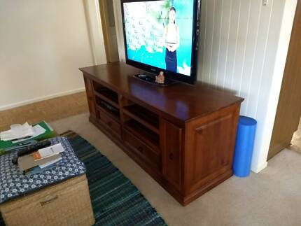 Entertainment unit in VG condition