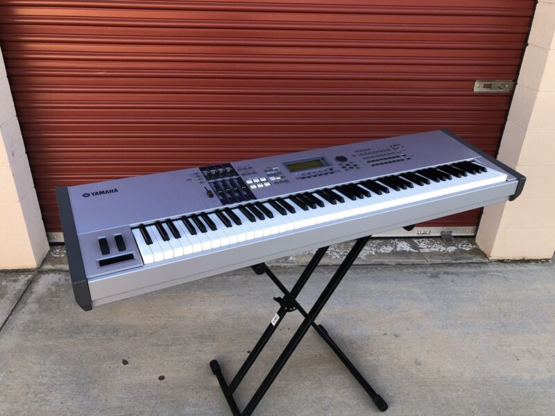 Yamaha Motif ES8 Music Production Synthesizer - pre-owned 88-note keyboard