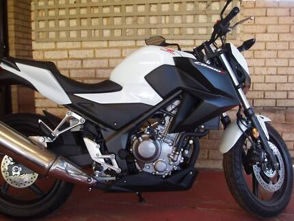 Honda  CB300F  (ABS)  2015  -  23 kms.    LAMS approved. Safety Bay Rockingham Area Preview