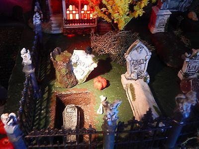 Halloween DISPLAY Platform CEMETERY Graveyard VILLAGE Open-Closed GRAVES Dept 56
