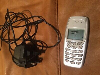 NOKIA 3410 - Silver Mobile Phone. Classic Vintage. Working, Crack To screen.