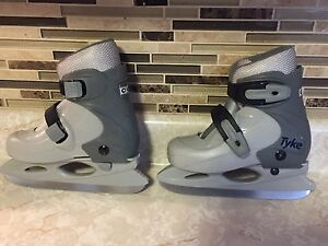 Adjustable skates. 8-11. Youth