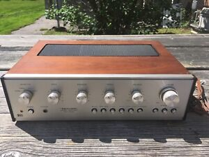 Vintage Realistic Stereo Amplifier