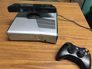 Halo Reach Xbox 360 slim w/ Kinect