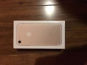 iPhone 7 Rogers/Fido 32GB Sealed NEW