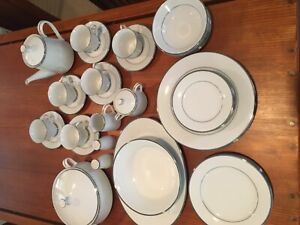 Noritake dinner service Immaculate condition.