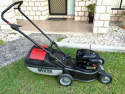 VICTA. 500 SERIES. BRIGGS AND STRATTON ENGINE. EASY START   .