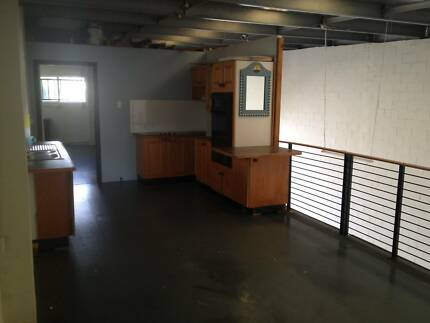 FACTORY WITH LIVING QUARTERS / OFFICE- caretaker/business/project West Gosford Gosford Area Preview