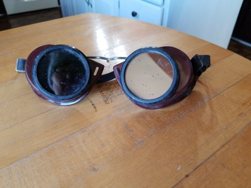 Vintage Welding Cutting Goggles. Clear and green lenses. Used