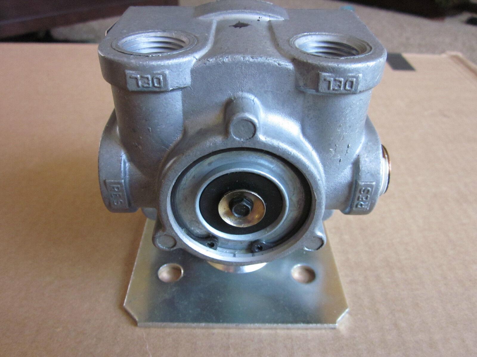 Meritor Wabco 9732980010 RV046 049A3A Valve Relay 2 Way Check Brake New On Shelf