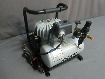 Gebruikt, Jun-Air Model 3-4 120V 4 Liter Medical Lab Air Compressor tweedehands  verschepen naar Netherlands