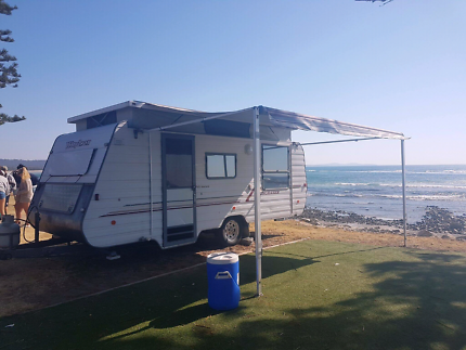 2000 model Windsor Sunchaser poptop caravan