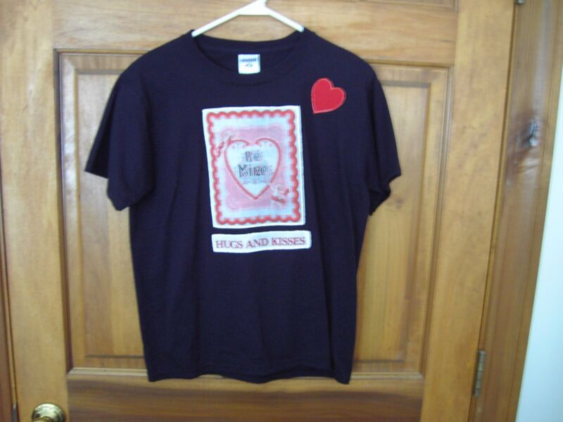 Black T-shirt - BE MINE Valentine's Card with Hugs and Kisses  XL(18-20)