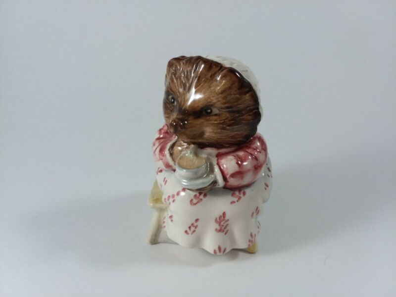 Beswick Beatrix Potter MRS. TIGGY WINKLE TAKES TEA BP3b 1985