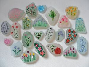 Sea-glass-miniature-paintings-Flowers-Beautifully-frosted-English-sea-glass