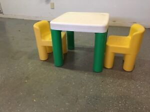 Kids Table w/ 2 Chairs