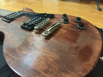 3 Gibson Les Pauls!!!!!!