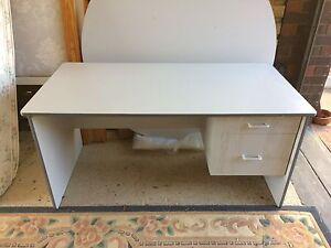 Desk excellent condition delivery ok Hamersley Stirling Area Preview
