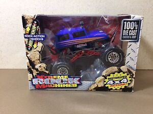 XTREME ROCK MACHINES MOTORIZED 4X4 DICAST 1:35 Scale (NEW)