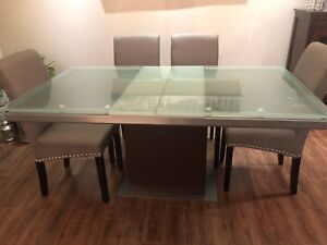 Dinning room table expandable