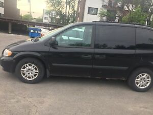 Dodge caravan 2005 negotiable