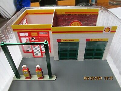 GREENLIGHT 1/64 CHASE VINTAGE GAS STATION DIORAMA SHELL OIL SERVICE STATION