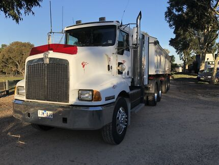 Kenworth 401 it bunk with pto hydraulics and 2009 Gorski trailer