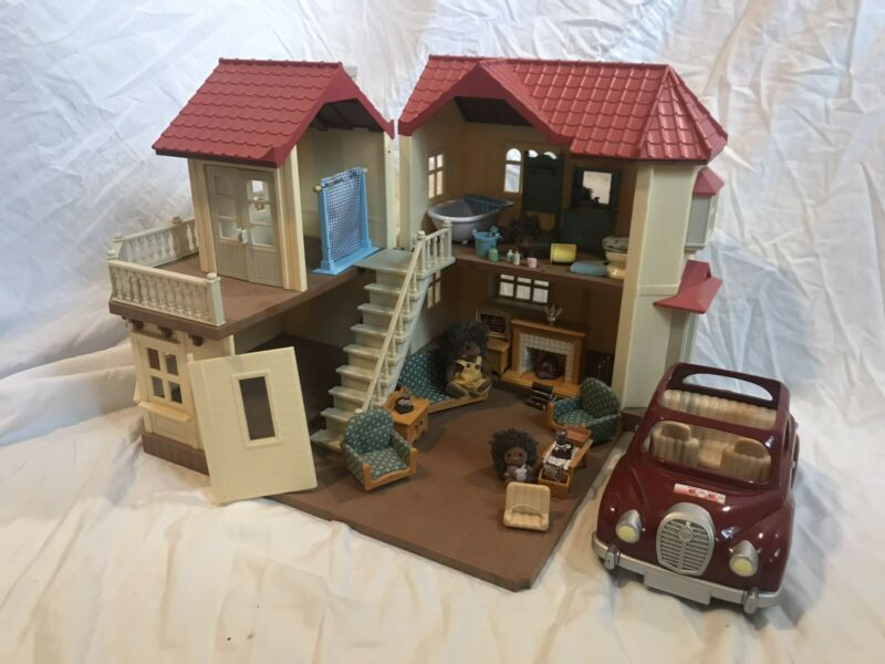 CALICO CRITTER RED ROOF HOUSE W/ CAR (40+ PIECES)