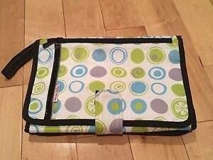 Munchkins diaper travel kit