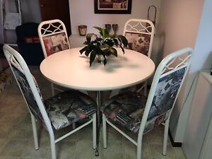 Kitchen Table and 5 chairs. REDUCED