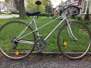 "Vintage ladies 10 speed road bike - suits 5'3""-5'7"""
