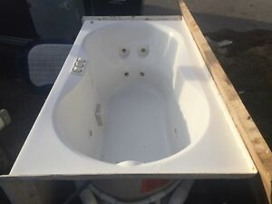 NEW beautiful genuine jacuzzi brand white 10 jet spa hot tub