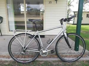 GIANT Hybrid Touring Bike