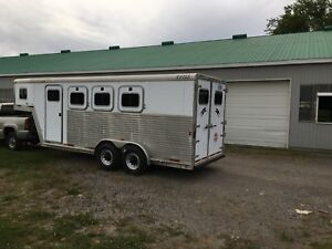 Exiss 3 horse slant with front tack/dressing room 2003