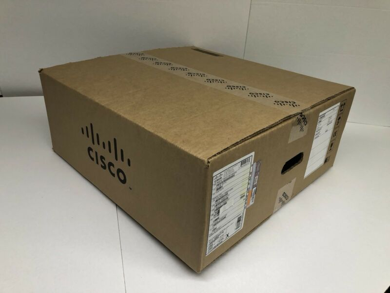 *NEW* Cisco C9300-24U-A Catalyst 9300 24-port UPOE, Network Advantage Switch