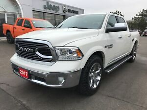 2017 Ram 1500 Classic Limited Crew 4x4 V8 w/Air Ride, Navi, Sunr