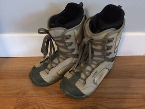 Size 9.5 Forum snowboard boots