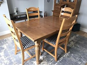 Broyhill solid wood dining room set
