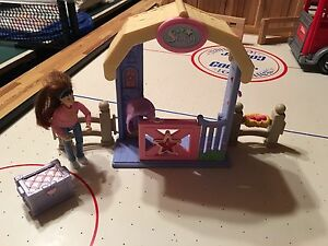 KidKraft wooden stable and coral with Breyer horses St. John's Newfoundland image 8