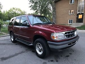 1998 Ford Explorer XLT at a Great Low Price!