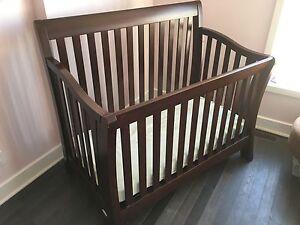 Bassinette et commode pour bébé
