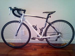 Giant Defy Racing Bike - Aluxx SL 6000 series Butted Tubing
