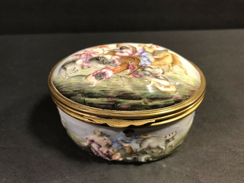 Antique Capodimonte Porcelain Snuff Box, Gilding Interior. Italy C. 1900 / Oval